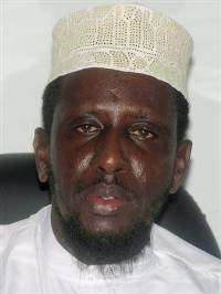 Sheikh Shariif Sheikh Ahmed, leader of the Islamic courts militia, speaks to journalists in Mogadishu December 26, 2006. Ethiopian jets fired missiles on Somali Islamist fighters retreating on Tuesday from frontlines after a week of war in the Horn of Africa nation. REUTERS/Shabelle Media
